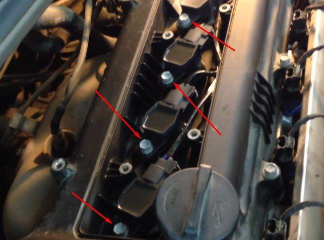 Крепежные болты катушек под крышкой двигателя на Хёндай Солярис