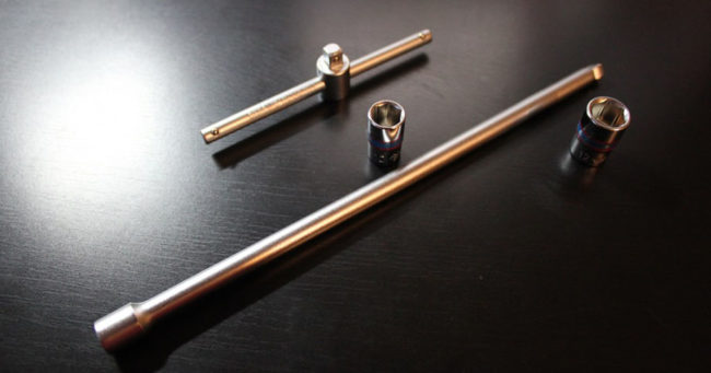 Инструмент для снятия аккумулятора на Хендай Солярис