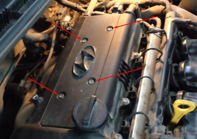 Крепежные болты защитной пластиковой крышки двигателя на Хёндай Солярис