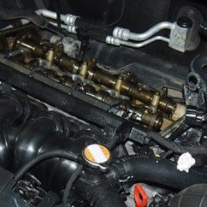 Цепь ГРМ на Хендай Солярис разобранный двигатель