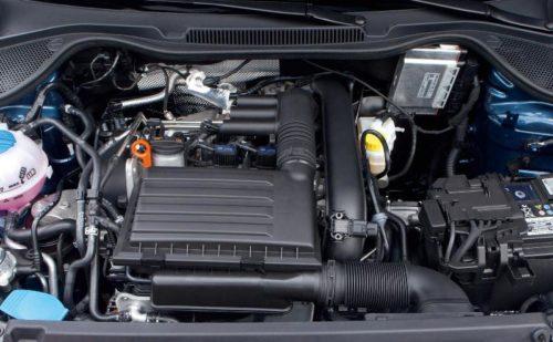 Новый двигатель ЕА211 TSI под под капотом Фольксваген крупным планом
