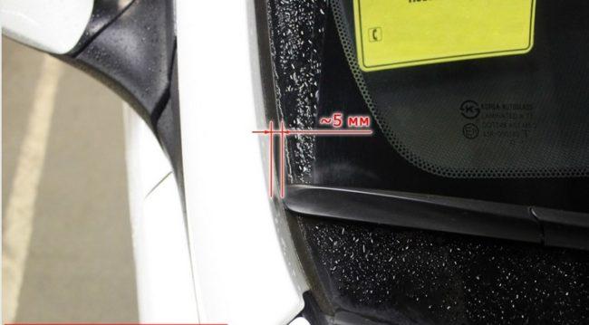 Гибридная щетка стеклоочистителя с пассажирской стороны на Хёндай Солярис 425 мм