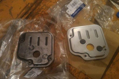 Старый и новый фильтра масла автоматической коробки передач Хендай Солярис, каталожный номер 367010ВС