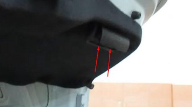 Крышка задняя на обшивке багажника на Хёндай Солярис