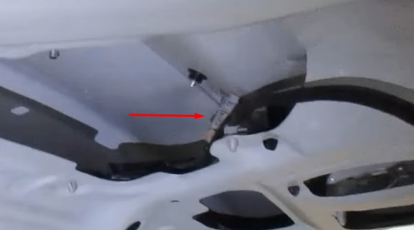 Лампа заднего номера под обшивкой багажника в Хёндай Солярис