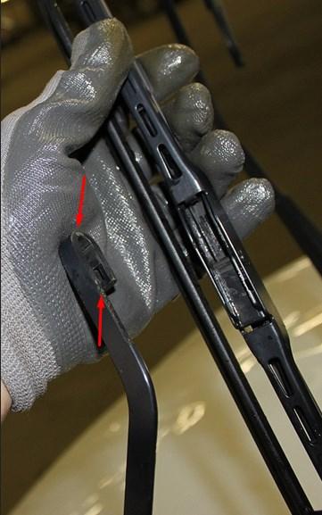 Крюк соединения с щетками стеклоочистителей на Хёндай Солярис