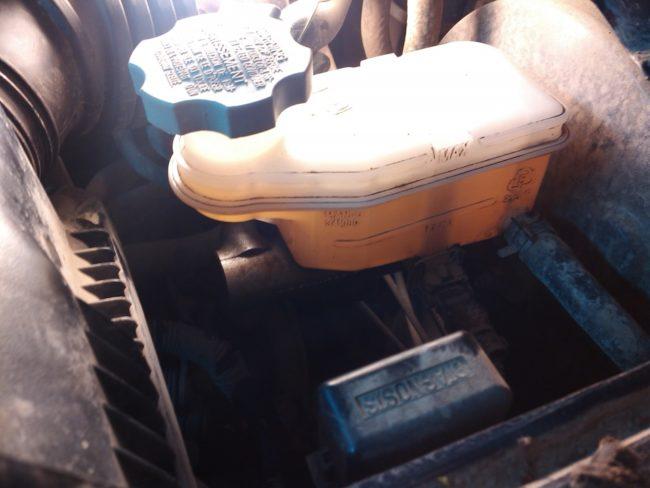 Новая тормозная жидкость в закрытом бачке на Хёндай Солярис