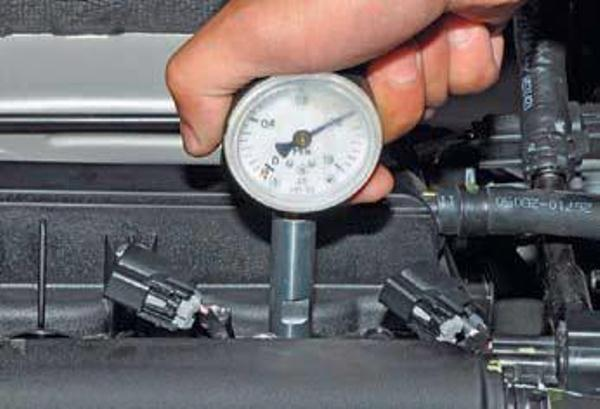 Проверка компрессии в цилиндрах двигателя Хёндай Солярис манометром