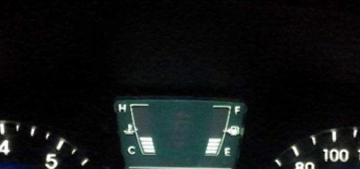 Указатель уровня бензина в баке