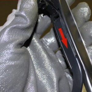 Установка новой щетки водительского стеклоочистителя на Хёндай Солярис