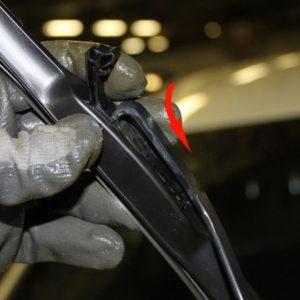 Установка новой щетки пассажирского стеклоочистителя на Хёндай Солярис