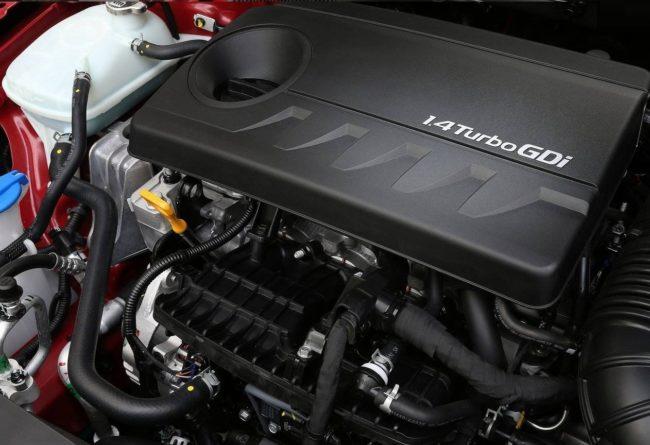 Бензиновый турбомотор Хёндай ай 30 2017 года под капотом
