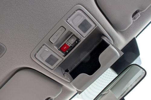Ящик для очков на потолке в автомобиле Хёндай Солярис 2019 года выпуска