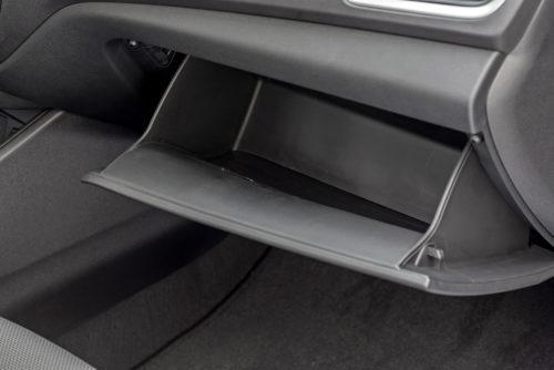 Открытый ящик для мелочевки в передней панели седана Хёндай Солярис 2019 года выпуска
