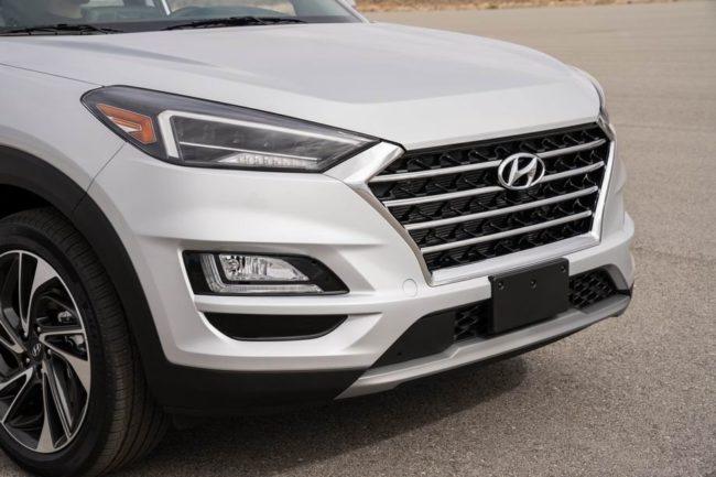 Светодиодная оптика на корейском автомобиле Хёндай Туссан в белом цвете