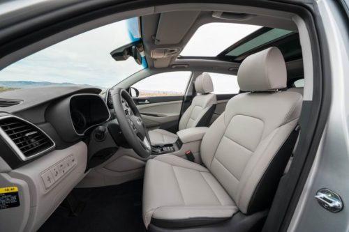 Светлая обивка передних сидений в новом Хёндай Туссан 2019 модельного года