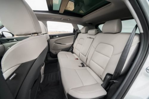 Задний ряд пассажирских сидений в Хёндай Туссан 2019 года