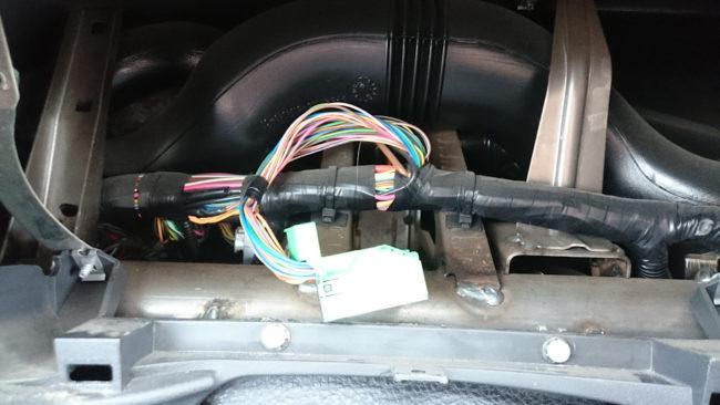 Панель приборов демонтирована на фото электрика панели