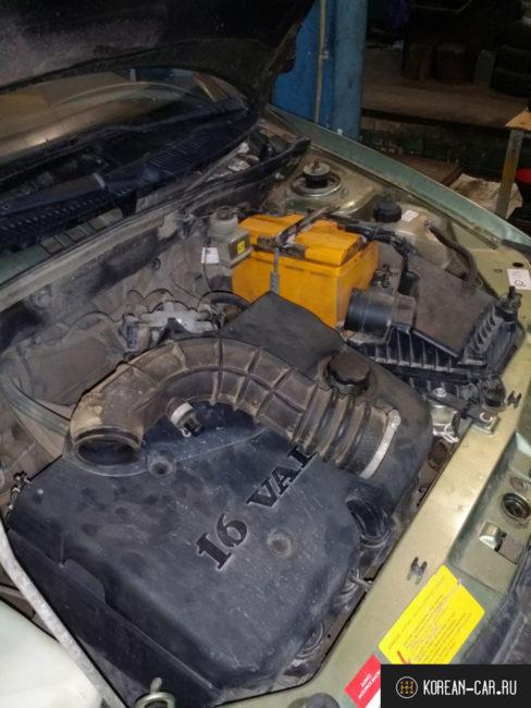 Демонтированный партрубок подачи воздуха на Лада Калина