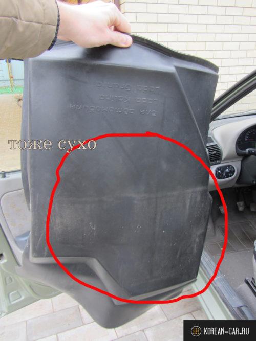 Сухой водительский коврик с обратной стороны с Лада Калина Люкс 2011 года выпуска