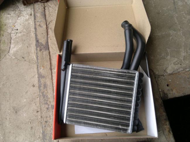 Алюминиевый радиатор отопителя в сборе с патрубками для Лада Калины