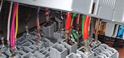 Разобранный блок предохранителей Лада Калина демонтаж и замена проводов