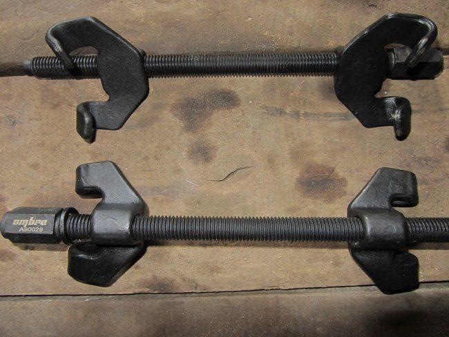 Усиленные стяжки для снятия пружины передней стойки на Лада Калине