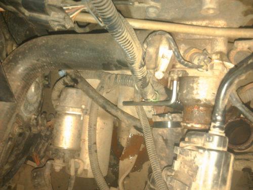 Снятие термостата с корпуса двигателя на седане Лада Калина