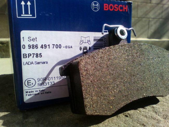 Колодки Bosch артикул 986491700 для замены в передних тормозах седана Лада Калина