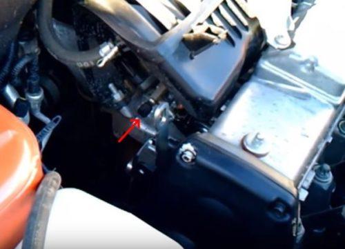 Патрубок на инжекторе автомобиля Лада Калина для Лада Калина полного слива топлива