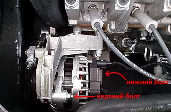 Крепление генератора с натяжителем на двигателе седана Лада Калина