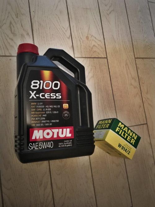 Моторное масло Motul 5W-40 в черной пластиковой канистре для Лада Калины