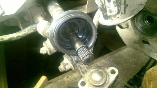 Новый пыльник на полуоси привода автомобиля Лада Калина