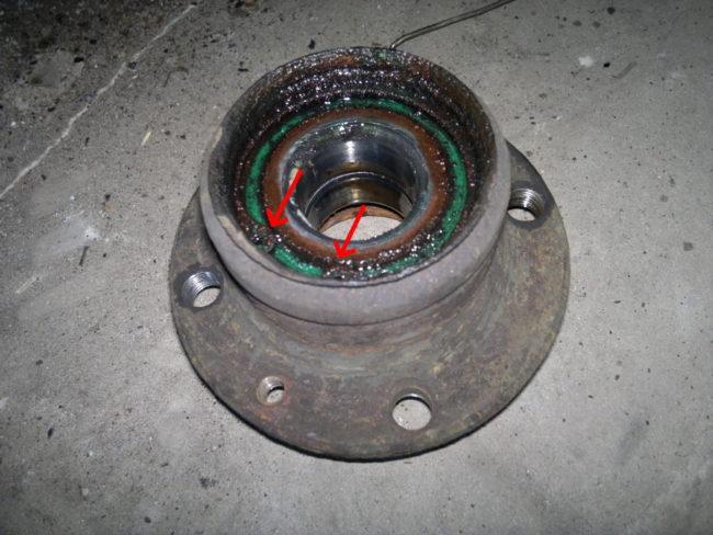 Стопорное кольцо подшипника в задней ступице от автомобиля Лада Калина