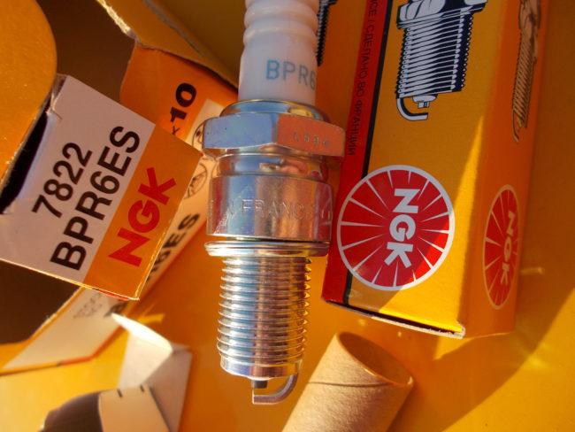Свеча зажигания NGK– BPR6ES японского производства для Лада Калины