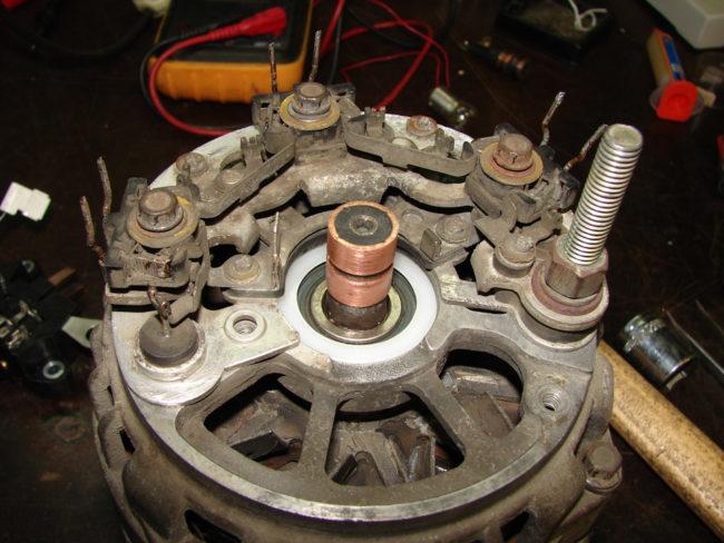 Старый генератор без реле регулятора от Лада Калины с 8-клапанным двигателем