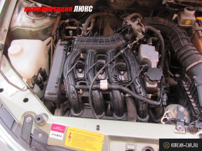 Двигатель 126 без декоративной крышки в комплектации ЛЮКС вблизи