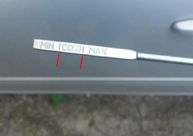Метки на щупе из коробки передач автомобиля Лада Калина первого поколения