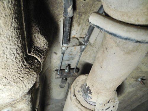 Новые тросики в тоннеле днища кузова в универсале Лада Калина