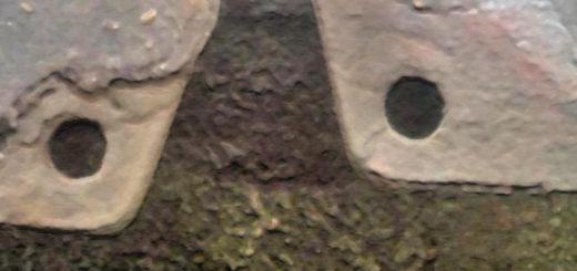 Изношенные тормозные колодки на Лада Калина вид колодки снизу