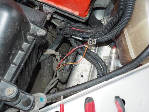 Повреждение провода в цепи питания соленоида задней передачи в КПП Лада калины