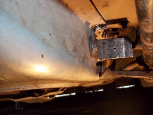 Самодельное приспособление для защиты колодки соленоида блокировки задней передачи в Лада Калине