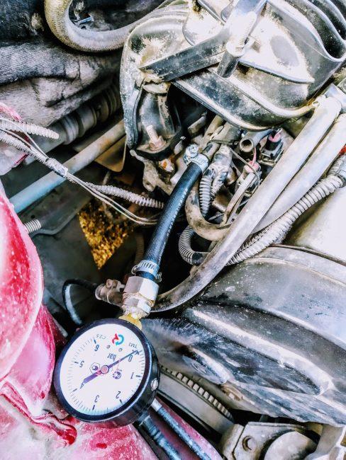Проверка давления на топливной рампе на ВАЗ-2110 двигатель 78 клапанов